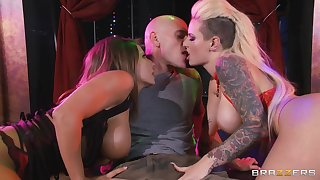 Threesome fucking on the astound with Isis Love and Luna Luminary