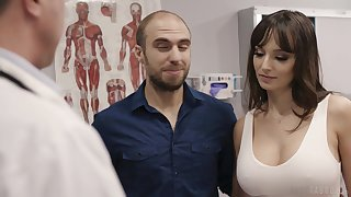 Fucking hot patient Lexi Luna gets her mouth increased by pussy fucked during examination