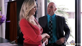 Busty Miss Lonelyhearts Julia Ann drops in excess of her knees to please her boss