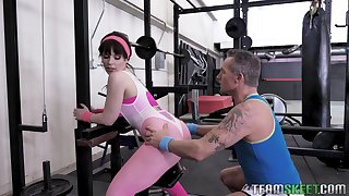 Fitness milf Kiara Edwards gets intimate with will not hear of personal instructor