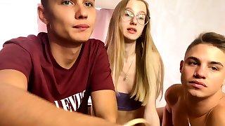 Cute Blonde Amateur Teen On Webcam