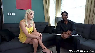 Blonde MILF fucks with will not hear of black therapist in crazy XXX couch action
