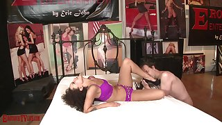 Curly haired layman beauty in arresting cam sex
