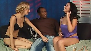Interracial threesome with horny Kori Kreams and Trauma fail Blackwell