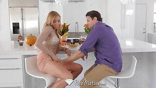 Killing hot housewife Kate Lynn treats her new lover with scrumptious pussy
