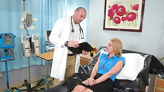 Kinky blonde MILFie the reality Kit Mercer seduces doctor to scenic route him on top