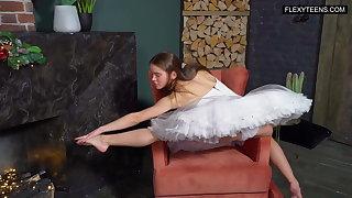 Anka Minetchica sexy naked gymnast