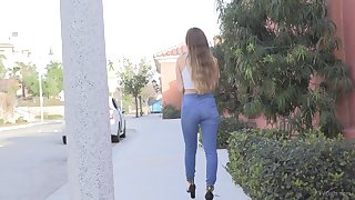 Blonde teen babe makes their way pussy cum with a vibrator on their way clit