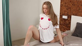 Alterable blonde teen Alecia Old Scratch fucked with her legs in a split