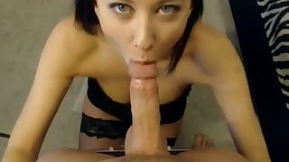 Torrid amateur boyfriend stands on knees while giving the brush BF a well-disposed BJ