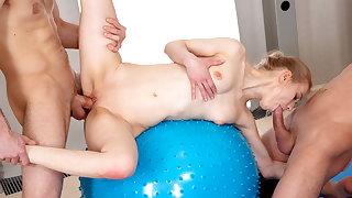 18 Videoz - Ronny, Lightfairy - Making love gang with yoga teeny